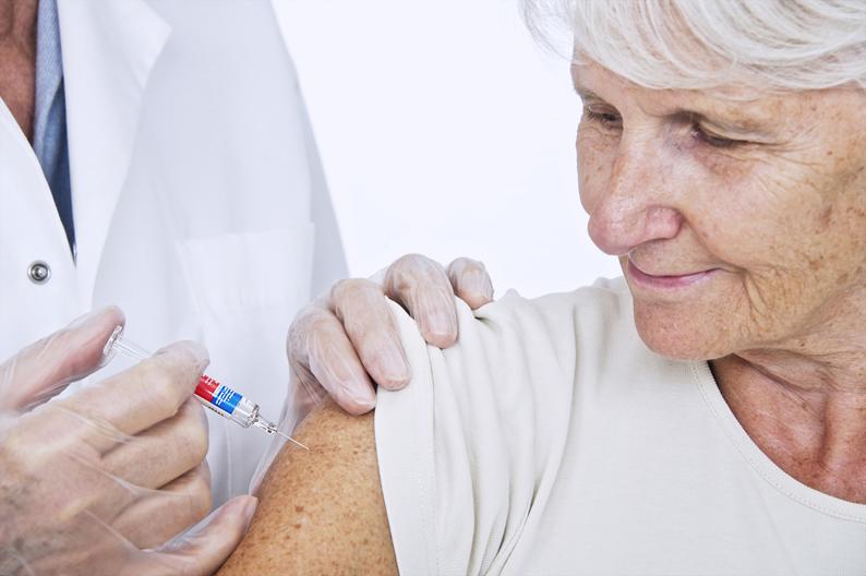 vakcinaciya dlya pensionerov